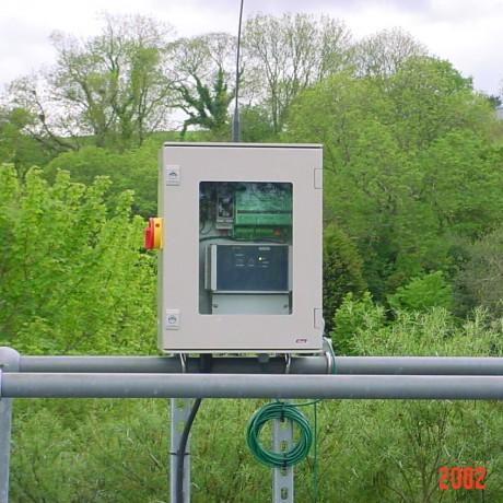 8100 FST Radio